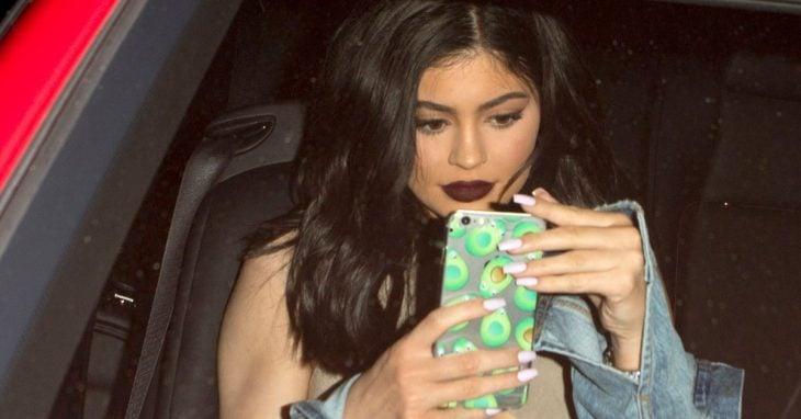 kylie jenner con celular