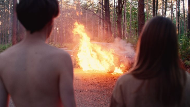 The End of the F***ing World alyssa y james quemando el auto