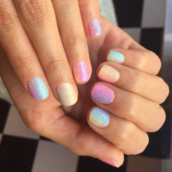 ombre de unicornio uñas colores pastel