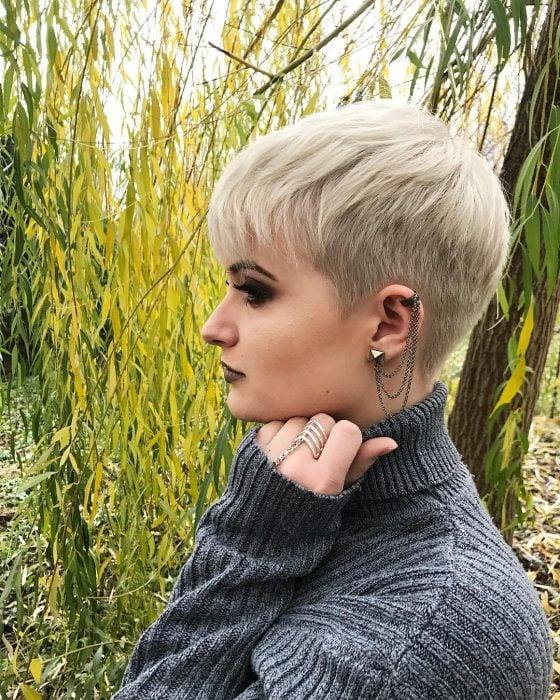 cabello corto blonde