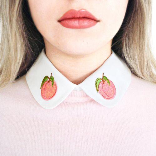 cuello bordado con duraznos