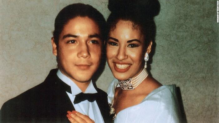 Selana Quintanilla y su esposo el día de su boda