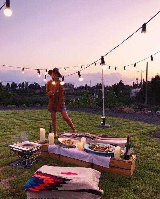 chica en un picnic