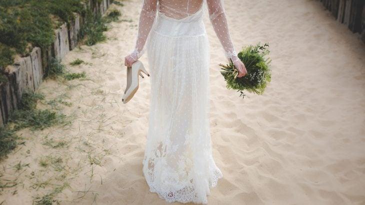 chica huyendo de su boda