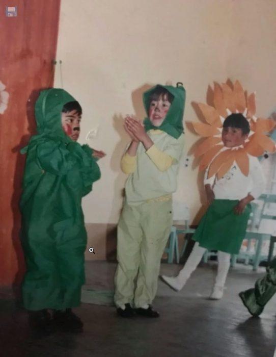 niños en obra escolar