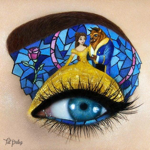 Parpado pintado con una escena de la bella y la bestia