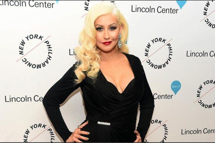Christina Aguilera posando para una foto
