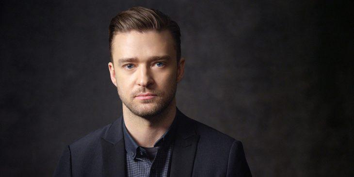 Justin Timberlake posando para una foto