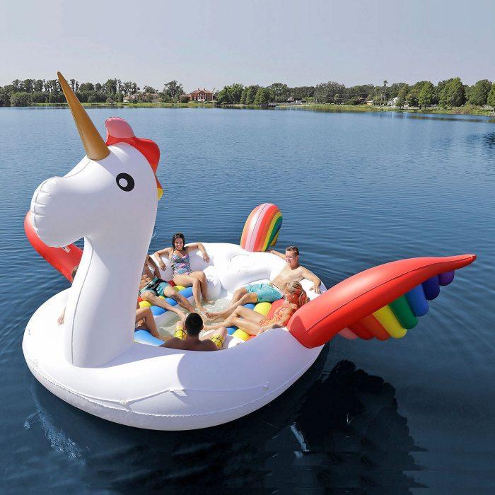 Flotador gigante en forma de unicornio