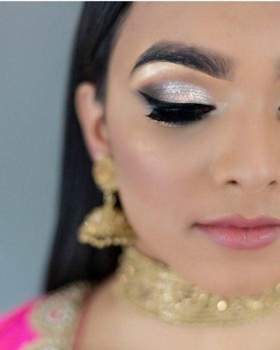 Chica con el maquillaje de Glitter