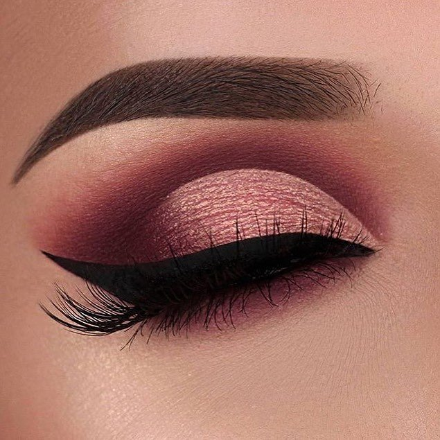 Chica mostrando su maquillaje de Instagram