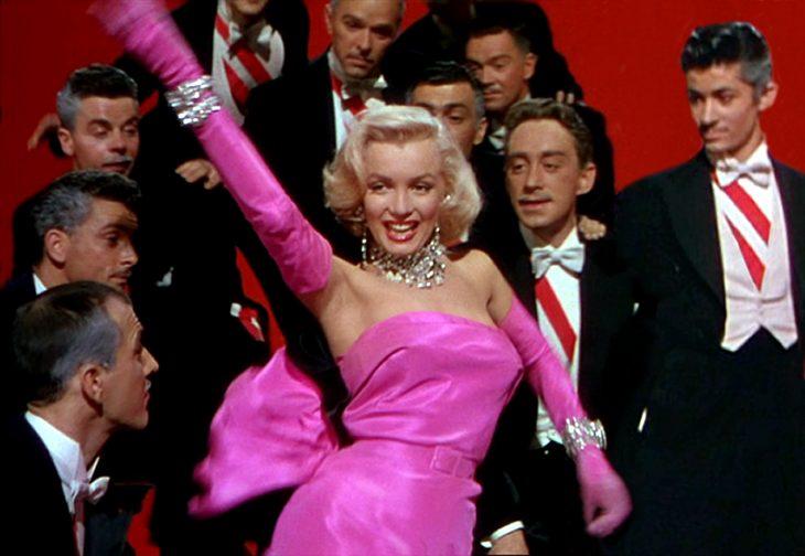 Marilyn Monroe bailando en una película