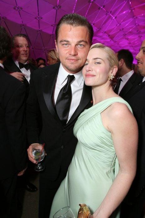 Kate Winslet y Leo DiCaprio juntos en una after party de los oscar en 2007