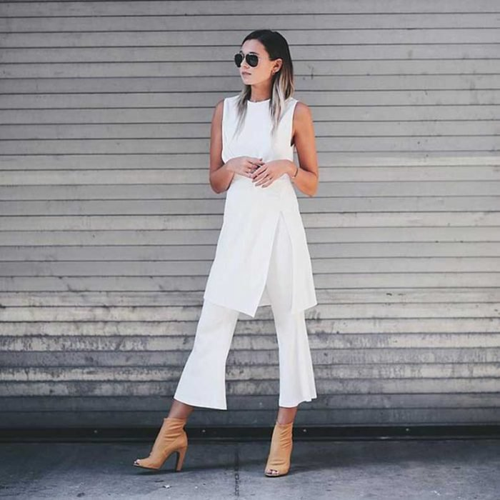 Chica usando un traje blanco