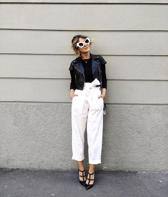 chica con jeans en color blanco