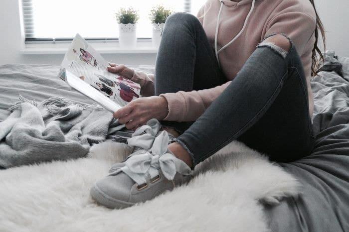 tenis de colore gris para mujeres