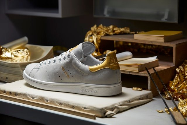 Tenis adidas stan smith de oro