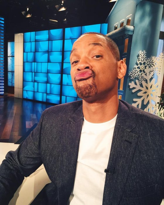 Will Smith lanzando un beso en una fotografía