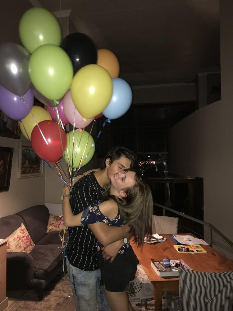 pareja con globos