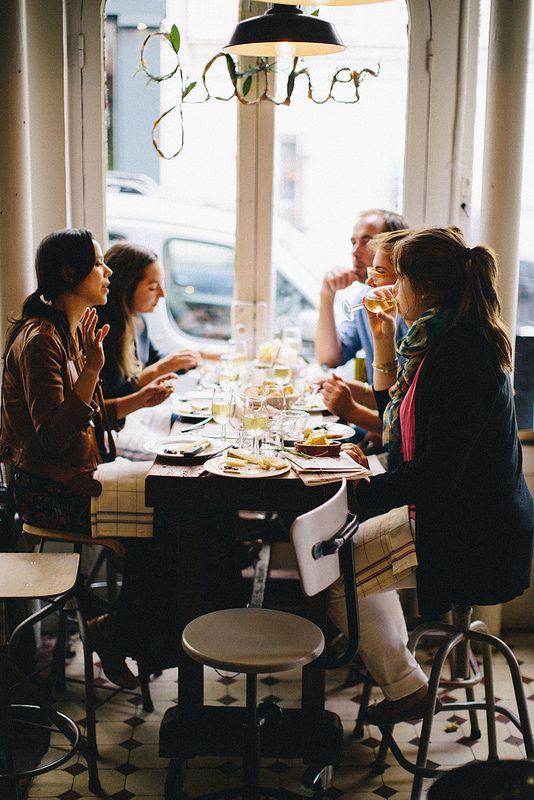 amigas en un restaurante