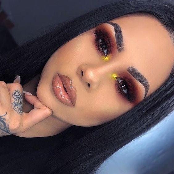 Maquillaje de ojos para morenas, sombra cafe y resaltador amarillo