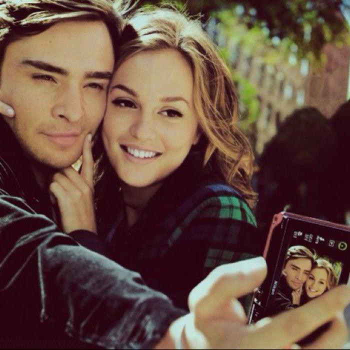 pareja tomandose selfie