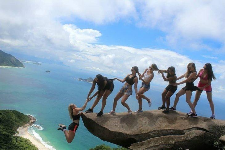chicas viajeras jugando