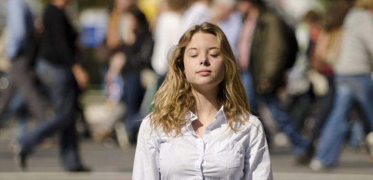 meditar chica
