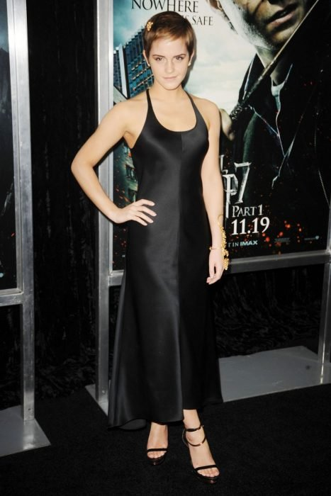 2010 con su pixie cut en calvin klein deathly hallows