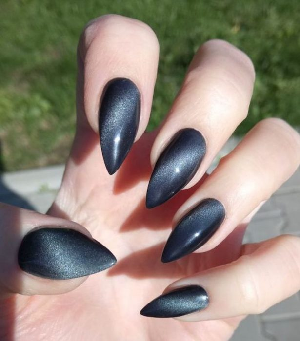 CAT EYE MANICURE