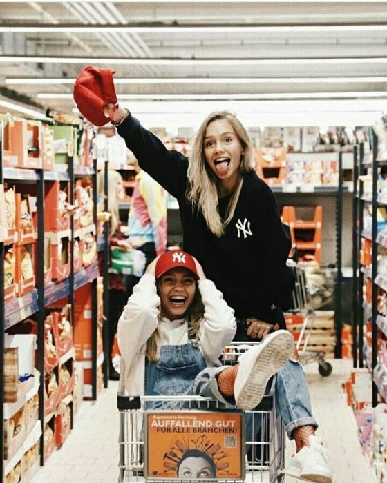 chicas supermercado