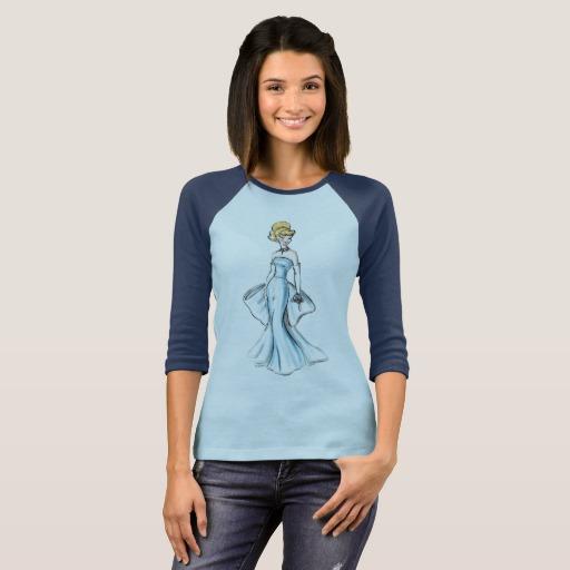 chica usando blusa azul