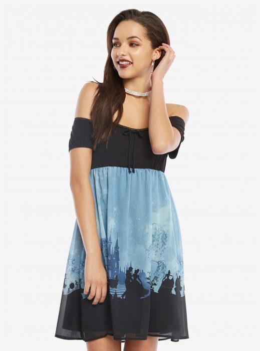 chica usando vestido de la Cenicienta