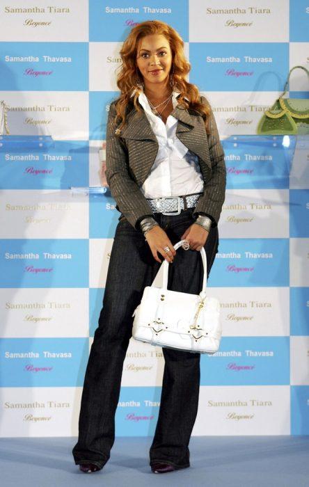 Beyoncé usando un atuendo de los dos mil