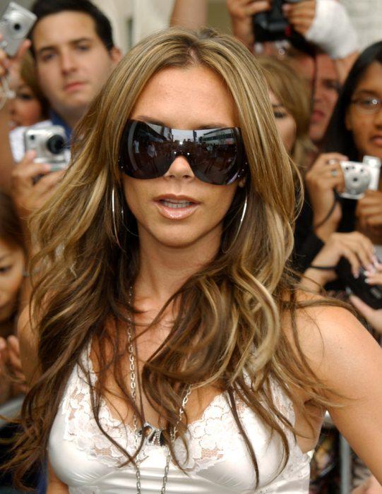 Victoria Beckham en 2005 con el cabello rubio