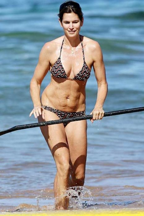 Cindy crawford mostrando sus estrías