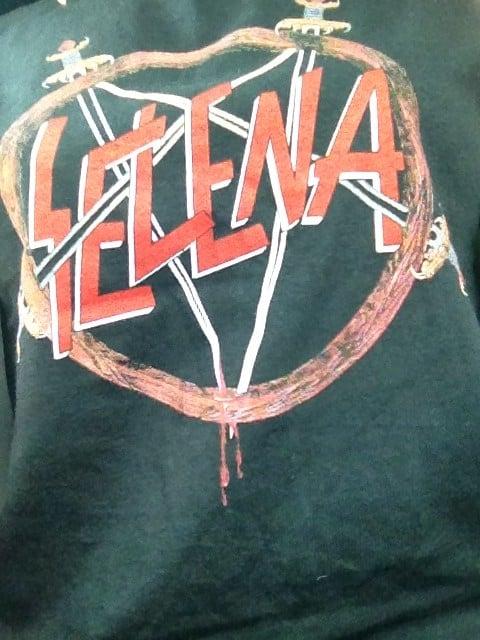 playera bordada con el nombre de Selena