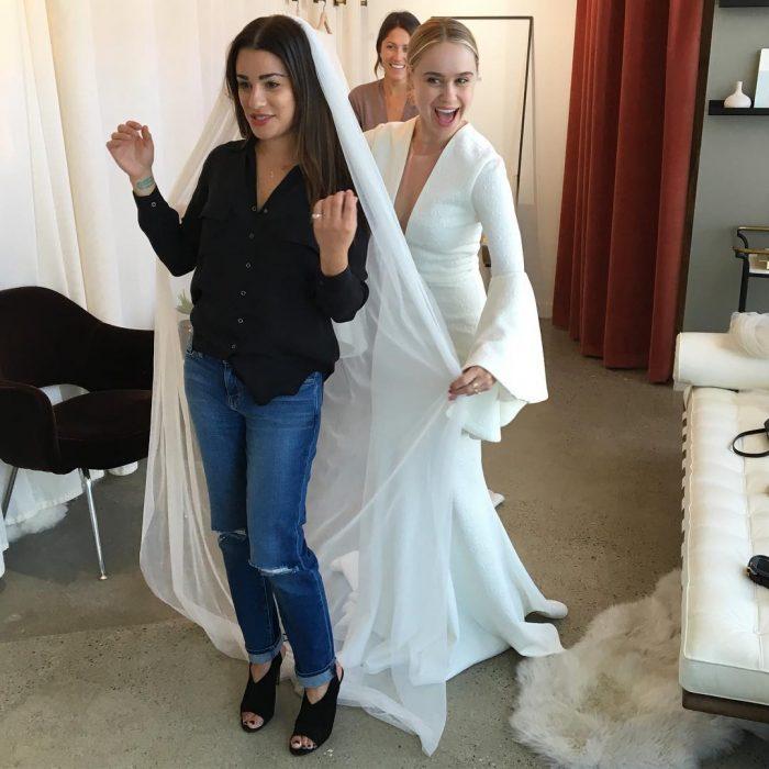 Lea michele usando un velo de novia