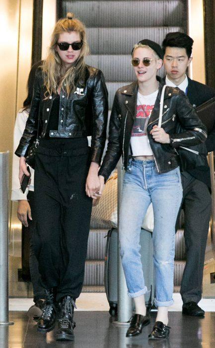 Kristen Stewart y stella maxwell abrazadas