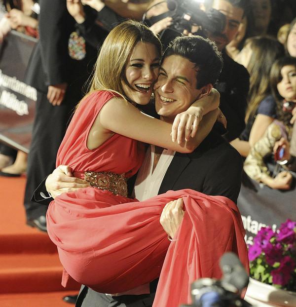 Mario Casas y Blanca Suárez juntos en una alfombra roja