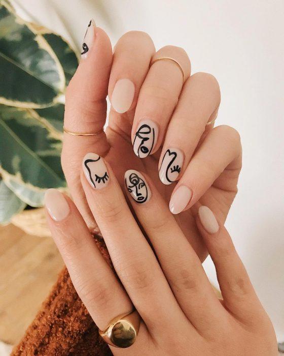Uñas dibujadas con un cuadro de Picasso