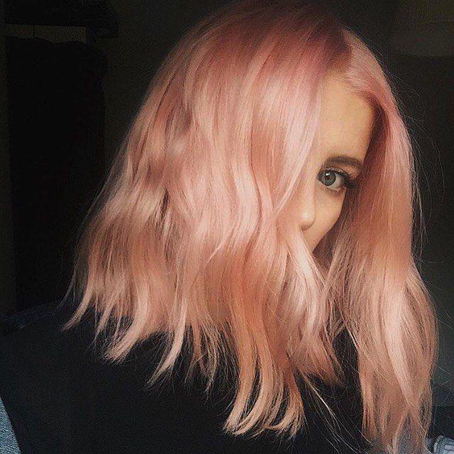 chica con corte de cabello midi