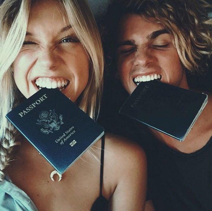 pareja de novios de viaje