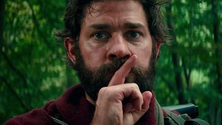 Actor de la película un lugar en silencio guardando silencio