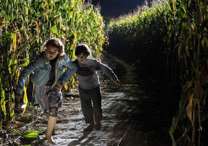 Escena de la película un lugar en silencio, niños corriendo