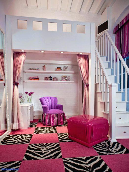 Cuarto con un pasadizo secreto arriba de las escaleras
