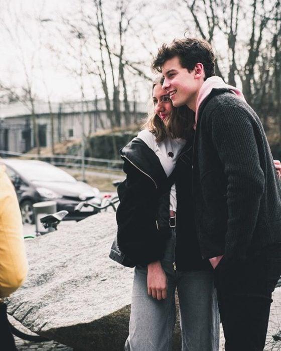 Shawn Mendes con una fan