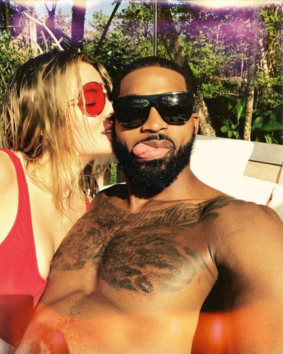 Khloé kardashian y Tristan Thompson besandose