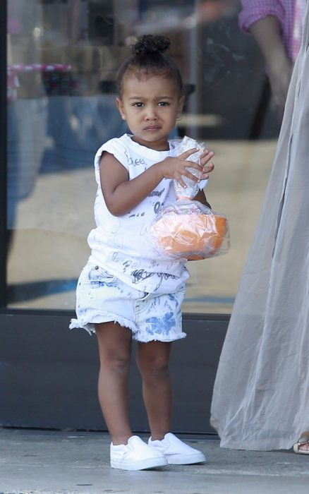 North West comiendo dulces