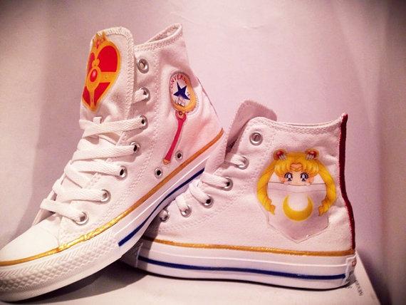 Tenis balncos con diseños de Sailor Moon